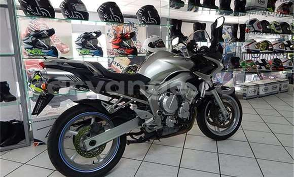 Buy Used Yamaha FZR Silver Moto in Walvis Bay in Namibia