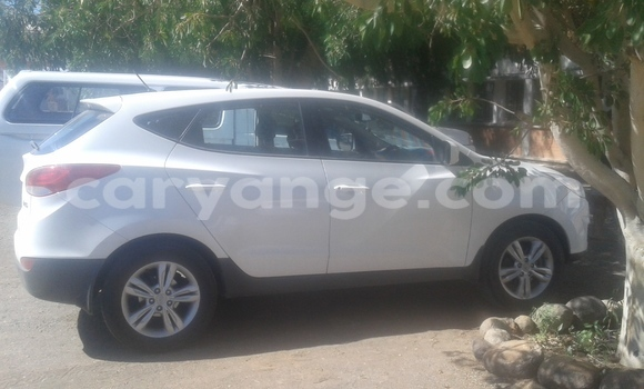 Buy Used Hyundai Ix35 White Car in Keetmanshoop in Namibia