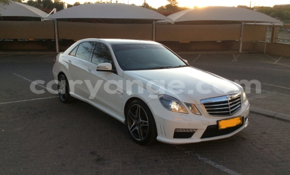 Buy Used Mercedes‒Benz E-Class White Car in Windhoek in Namibia