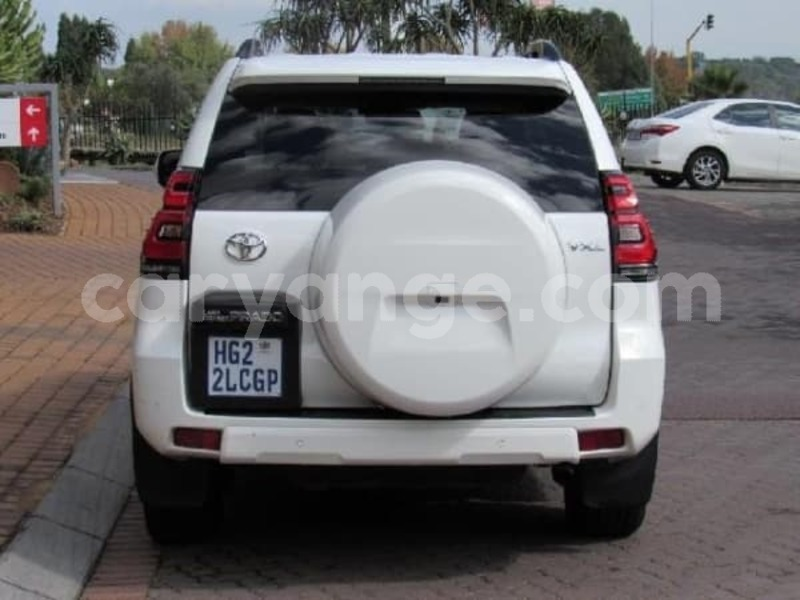 Big with watermark 2017 toyota prado e