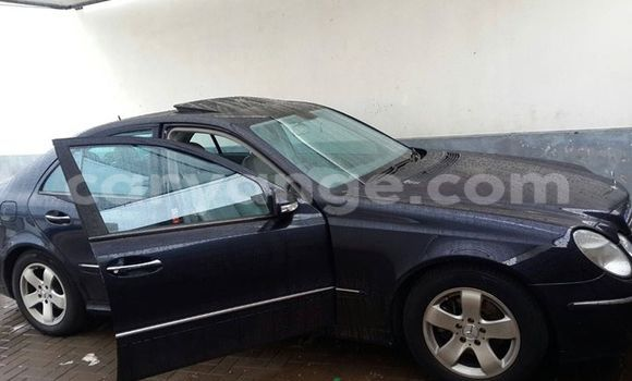 Buy Used Mercedes‒Benz 190 Black Car in Windhoek in Namibia