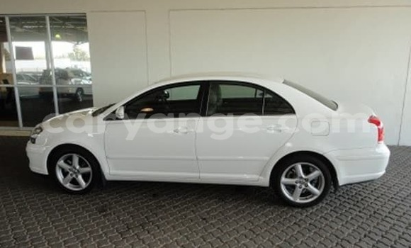 Buy Used Toyota Avensis White Car in Oshakati in Namibia