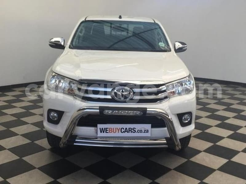 Big with watermark 2016 toyota hilux 2