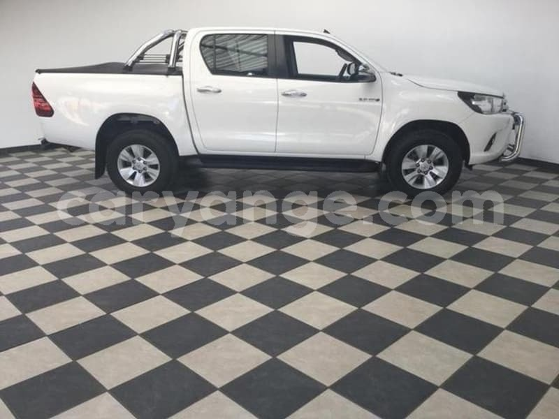 Big with watermark 2016 toyota hilux 3