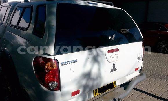 Buy Used Mitsubishi Carisma White Car in Windhoek in Namibia