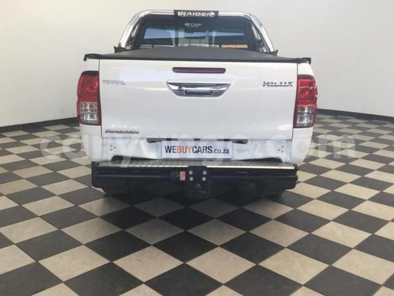 Big with watermark 2016 toyota hilux 4