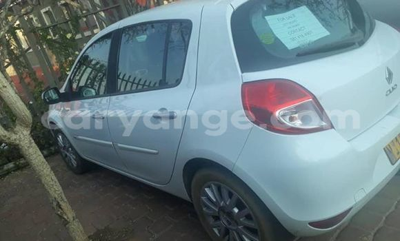 Buy Used Renault Clio White Car in Windhoek in Namibia