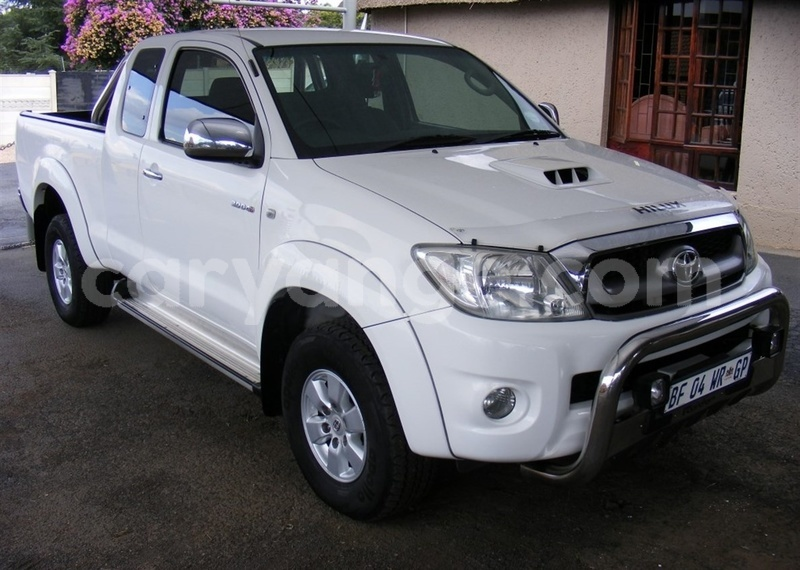Big with watermark 2011 toyota hilux toyota 2011 hilux facelift i 3.0 d 4d