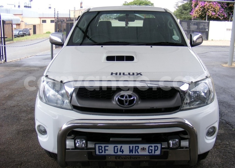 Big with watermark 2011 toyota hilux toyota 2011 hilux facelift i 3.0 d 4d 1