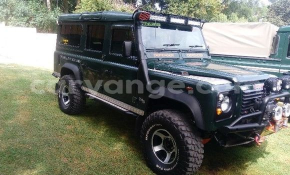 Buy Used Land Rover Defender Green Car in Windhoek in Namibia
