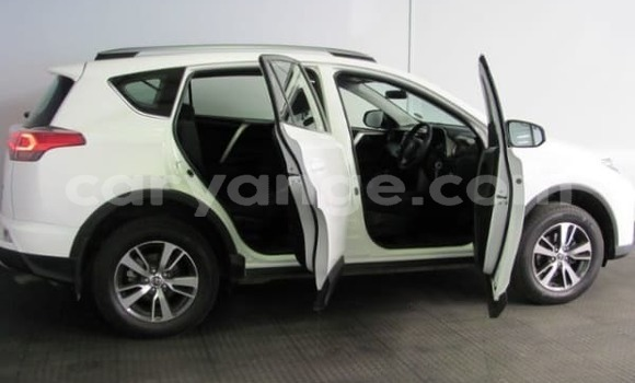 Medium with watermark 2017 toyota rav 4 3