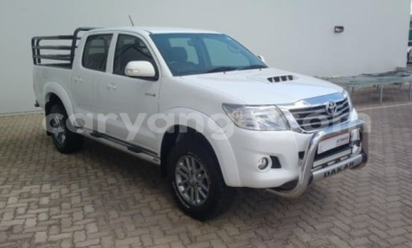 Buy Used Toyota Hilux White Car in Gobabis in Omaheke