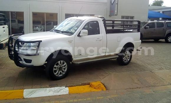Buy Used TATA Xenon White Car in Gobabis in Omaheke