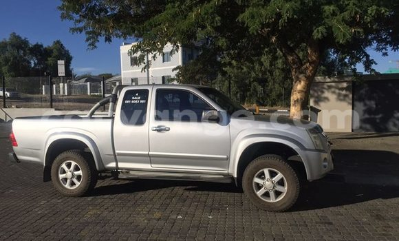 Buy Used Isuzu D-MAX Silver Car in Windhoek in Namibia