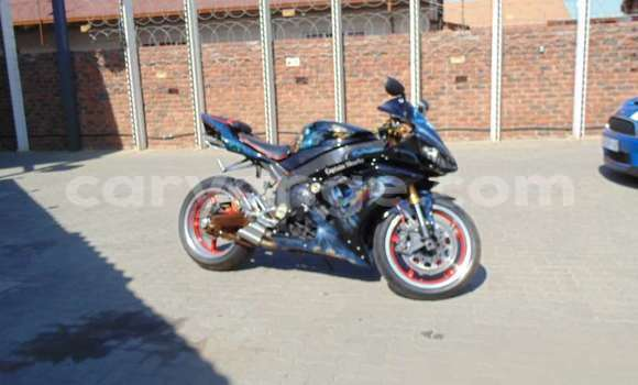 Buy Used Yamaha YZF Blue Bike in Windhoek in Namibia