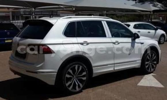 Buy Used Volkswagen Tiguan White Car in Windhoek in Namibia