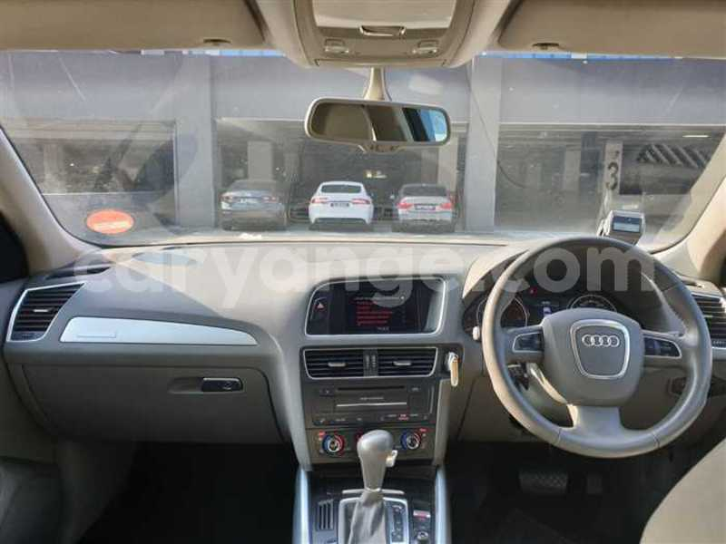 Big with watermark 2009 audi q5 8