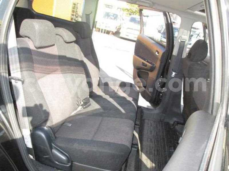 Big with watermark 2005 toyota wish 6