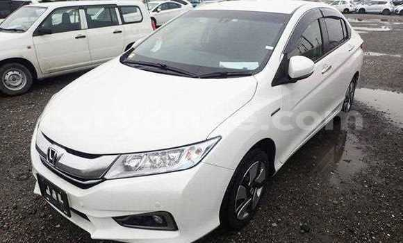 Buy Used Honda Grace White Car in Oshakati in Namibia