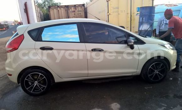 Buy Used Ford Club Wagon White Car in Windhoek in Namibia