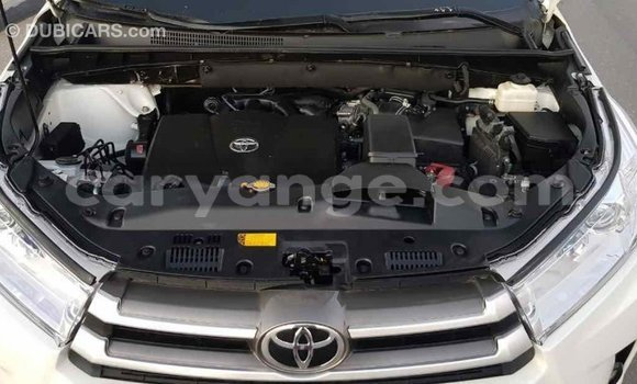 Buy Import Toyota Highlander White Car in Import - Dubai in Namibia