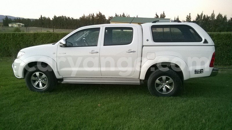 Big with watermark hilux 3