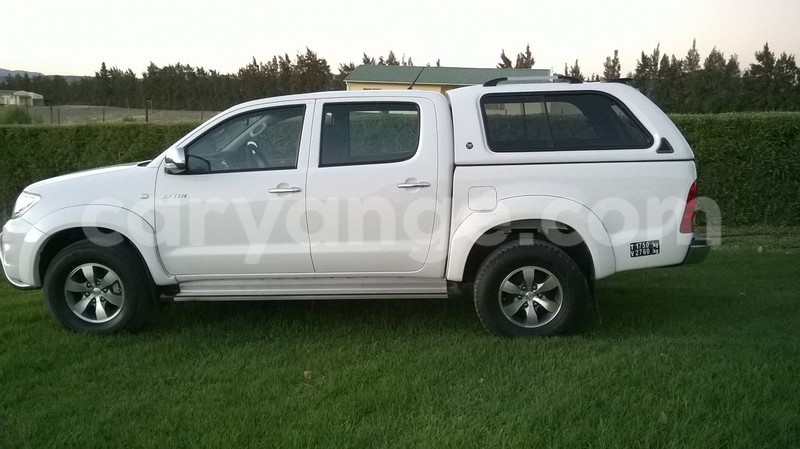 Big with watermark hilux 4