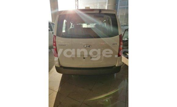 Buy Import Hyundai Accent White Car in Import - Dubai in Namibia
