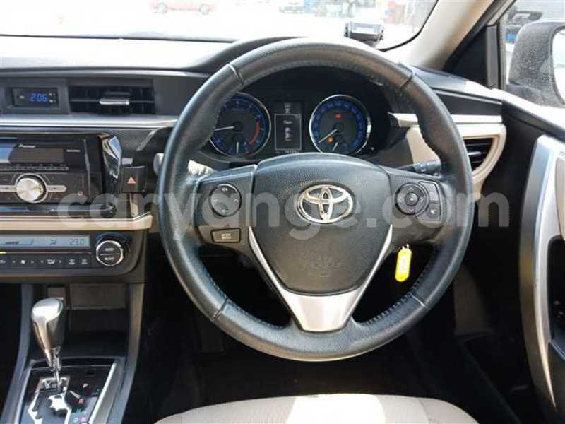 Big with watermark 2017 toyota corolla altis 4