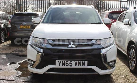 Buy Used Mitsubishi Outlander White Car in Warmbad in Karas
