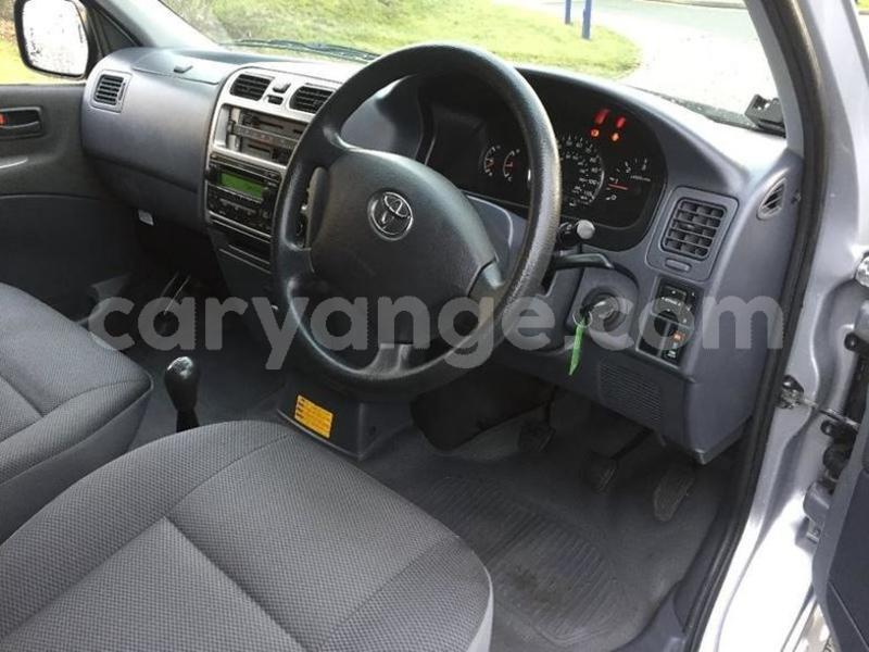 Big with watermark 2009 toyotahiace 8