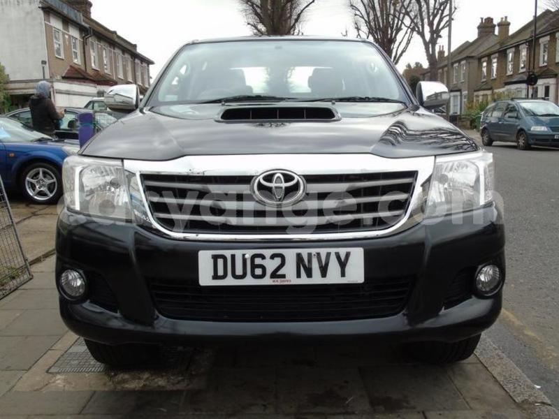 Big with watermark 2012 toyotahilux 8