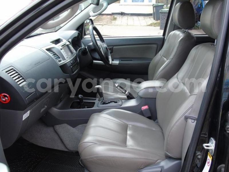 Big with watermark 2012 toyotahilux 4