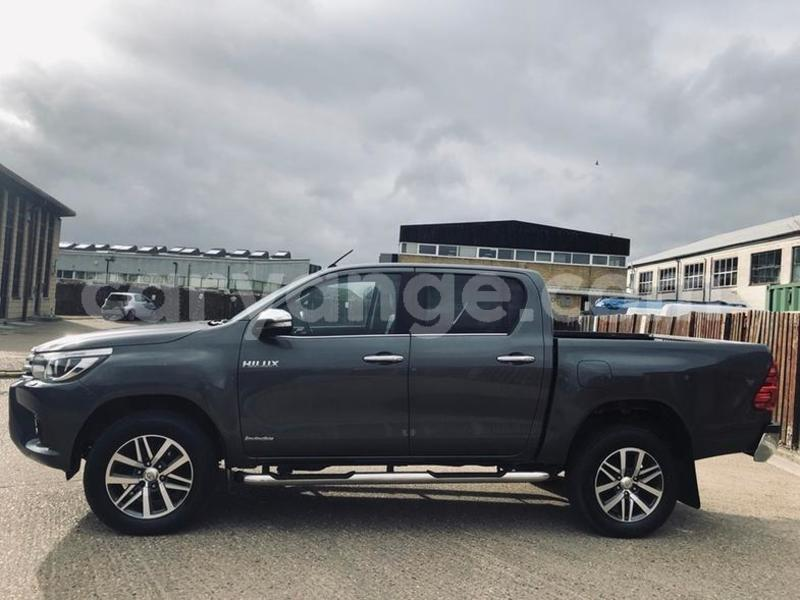 Big with watermark 2016 toyotahilux 3