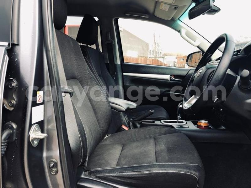 Big with watermark 2016 toyotahilux 5