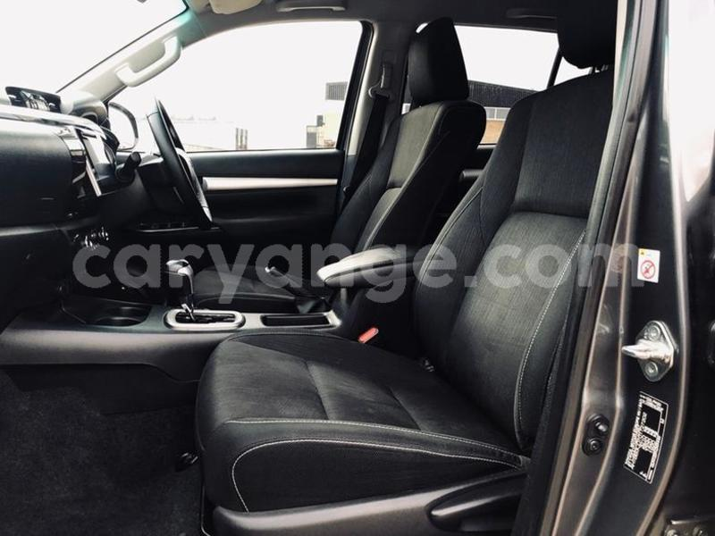 Big with watermark 2016 toyotahilux 6
