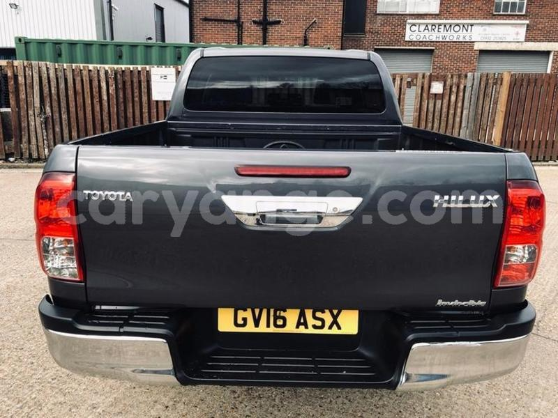 Big with watermark 2016 toyotahilux 8