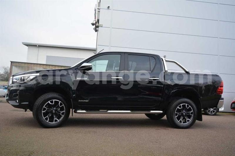 Big with watermark 2018 toyotahilux 2