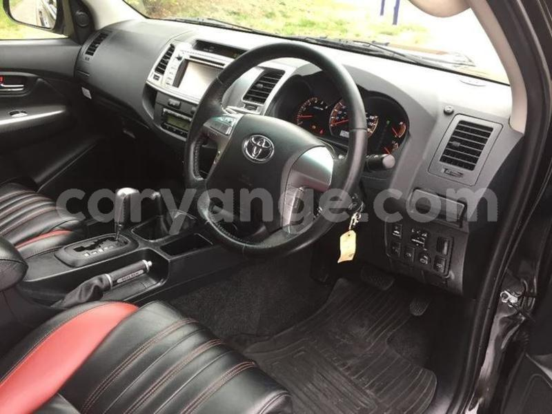 Big with watermark 2015 toyotahilux 3.0 4