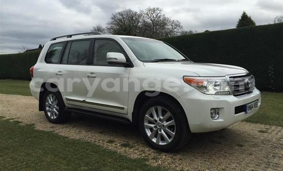 Medium with watermark toyota land cruiser 4 5 d 4d v8 4x4 5dr tmps 153522079 1
