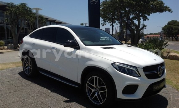 Buy Used Mercedes Viano White Car in Karasburg in Karas