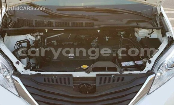 Buy Import Toyota Sienna White Car in Import - Dubai in Namibia