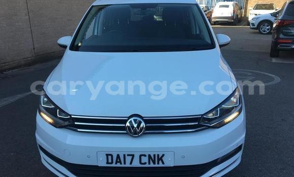 Buy Used Volkswagen Touran White Car in Walvis Bay in Namibia