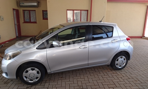 Buy Used Toyota Vitz Silver Car in Otjiwarongo in Namibia