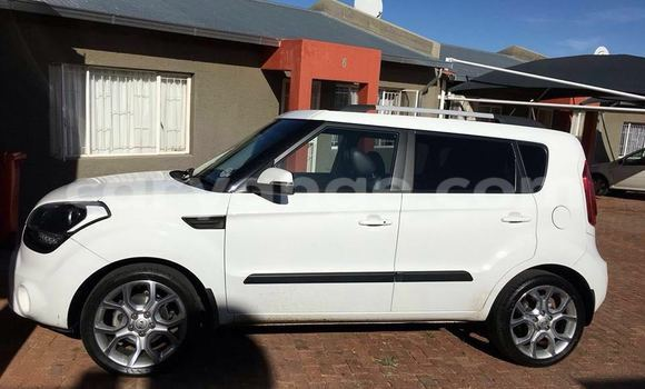 Buy Used Kia Sorento White Car in Windhoek in Namibia