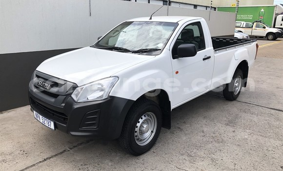 Buy Used Isuzu KB White Car in Bethanien in Karas