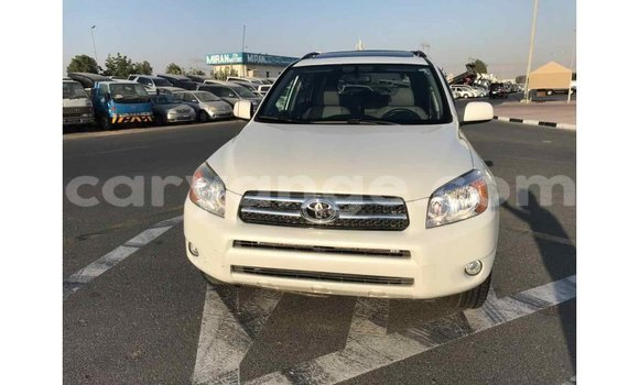 Buy Import Toyota 4Runner White Car in Import - Dubai in Namibia