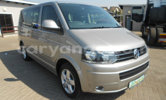 Buy Used Volkswagen Caravelle Silver Car in Windhoek in Namibia