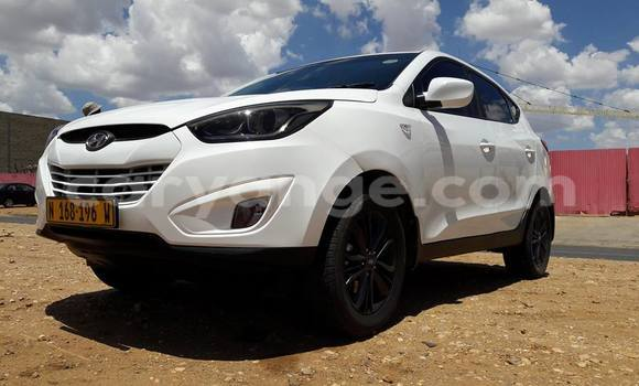 Buy Used Hyundai Ix35 White Car in Windhoek in Namibia