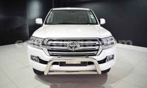 Medium with watermark 2017 toyota land cruiser 200 vx v8 diesel 2